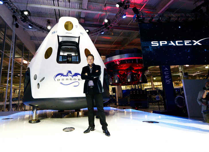 SpaceX Will Deliver Passengers to the Moon in 2018